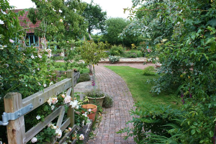 my secret garden essay Descriptive essay- paradise in my backyard  my garden is laden with many flowers- roses,  persuasive essay next metacognition paper.